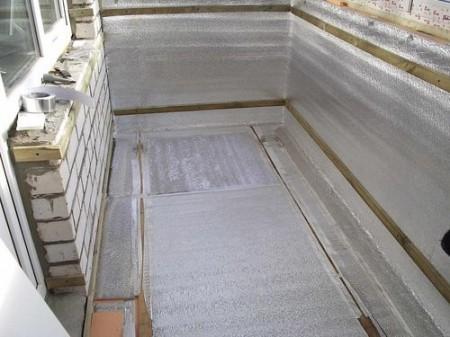 Пример отделки пола балкона утеплителем