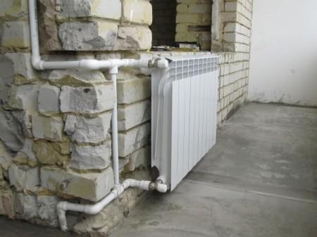 Пример выноса батареи отопления на балкон