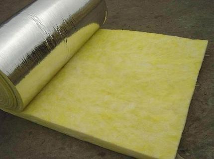 Фольгированная минвата бывает в рулонах и листах