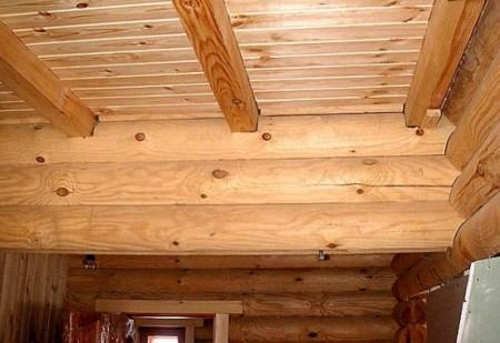 Утепленный и обшитый потолок в бане