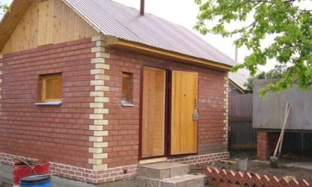Кирпичная баня будет местом отдыха и украшением двора
