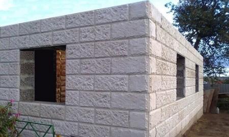 Готовые стены бани из керамзитоблоков