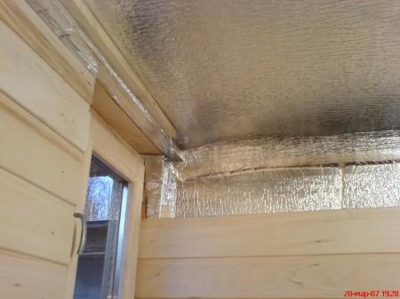 Алюминиевая фольга защитит конструкции потолка от пара