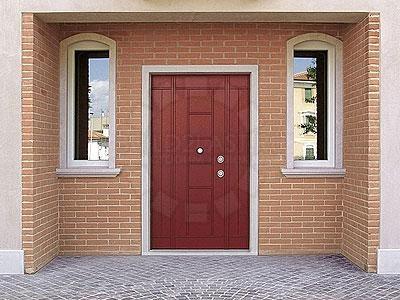 Дверь в частном доме должна сохранять тепло и поэтому требуется комплексное утепление