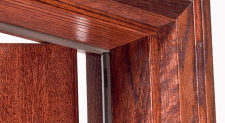 Резиновый уплотнитель на деревянной двери