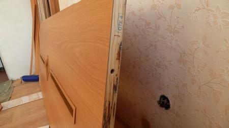 Обычные деревянные двери требуют утепления