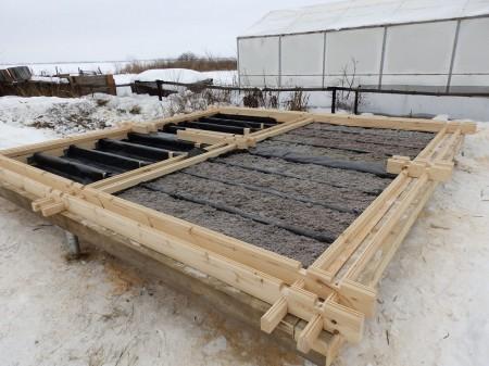 Оптимальный вариант - выполнять гидроизоляцию и утепление до возведения каркаса