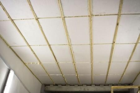 Утепление потолка гаража пенопластом с заделкой швов