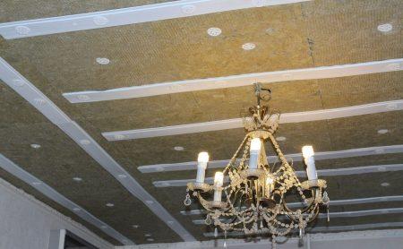 Утепление над натяжными потолками