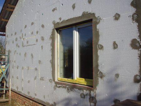 Пенопласт используется для утепления стен